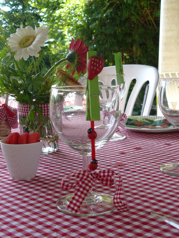Les bricolages d isa pour la d coration de table for Table de jardin rouge